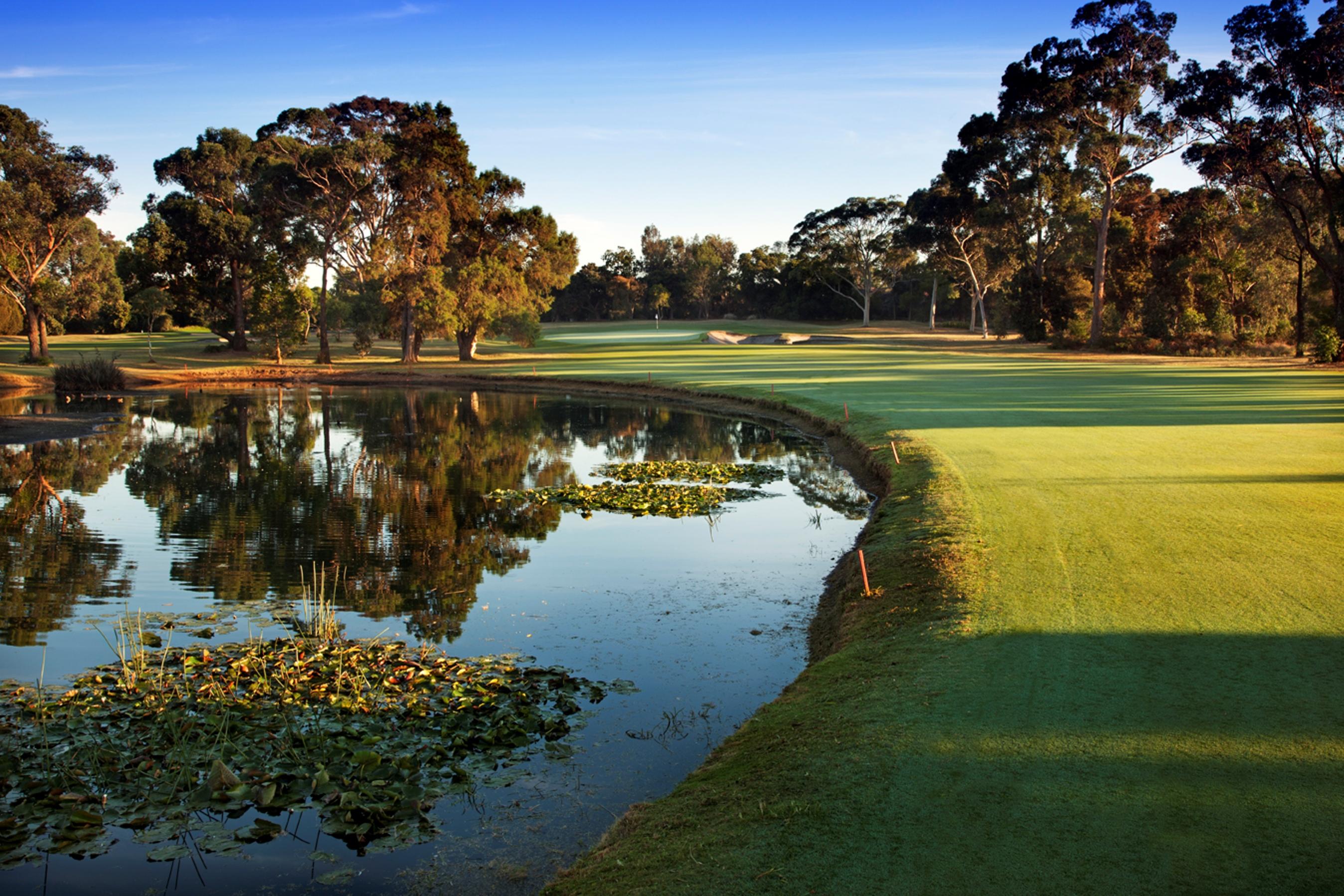 Melbourne self drive golf tour