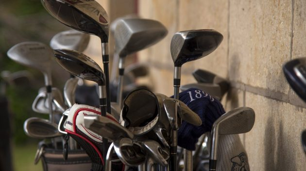 How to pack golf clubs